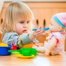 L\'enfant intègre des comportements sociaux par imitation